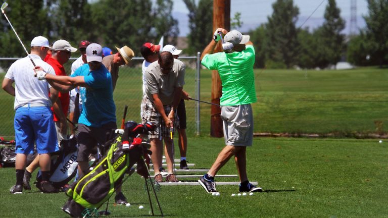 group golfers range